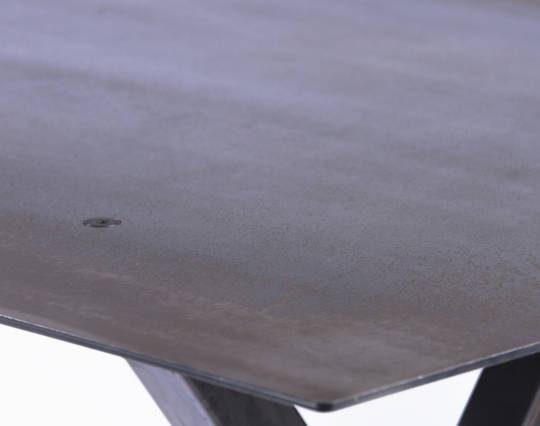 Table-haute-en-acier-Jeane-texture