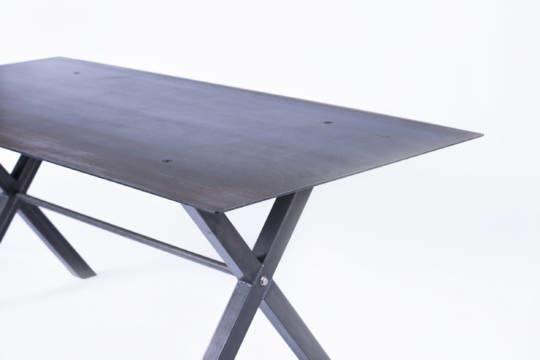table haute en acier jeane origine metal cr ation de meubles en m tal sur mesure acier. Black Bedroom Furniture Sets. Home Design Ideas